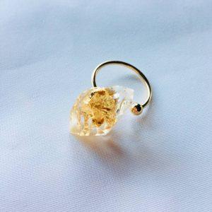Bague Carla avec des feuilles d'or fabriquée par Adaval Bijoux