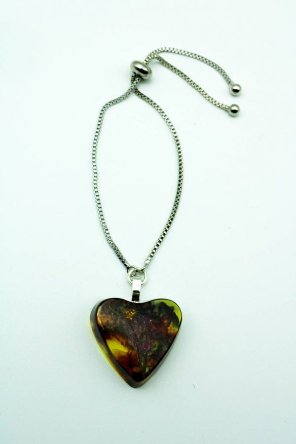 Bracelet fleur coeur par Adaval Bijoux, Ici le pendentif est en résine jaune et inclusion de fleurs séchées